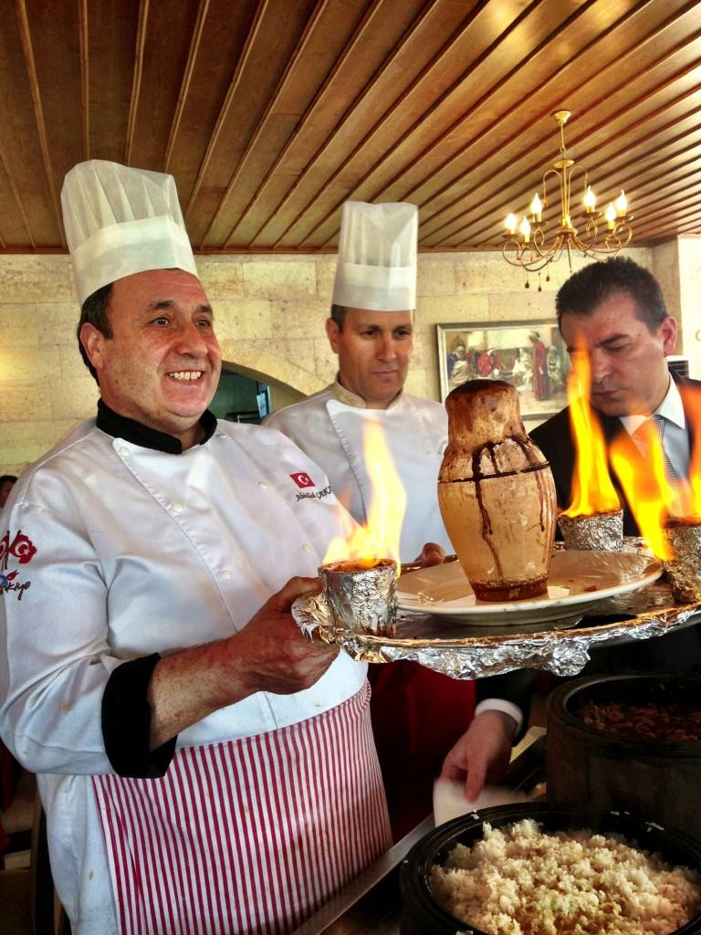 preparazione dello stufato nei vasi di terracotta