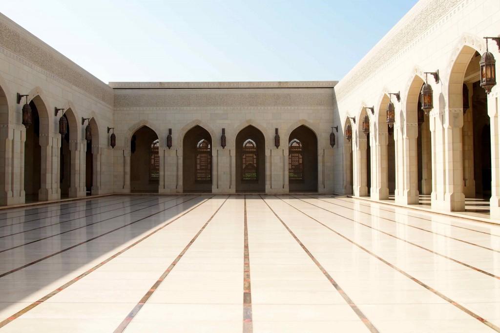 Grande-Moschea-Sultan-Qaboos-esterno