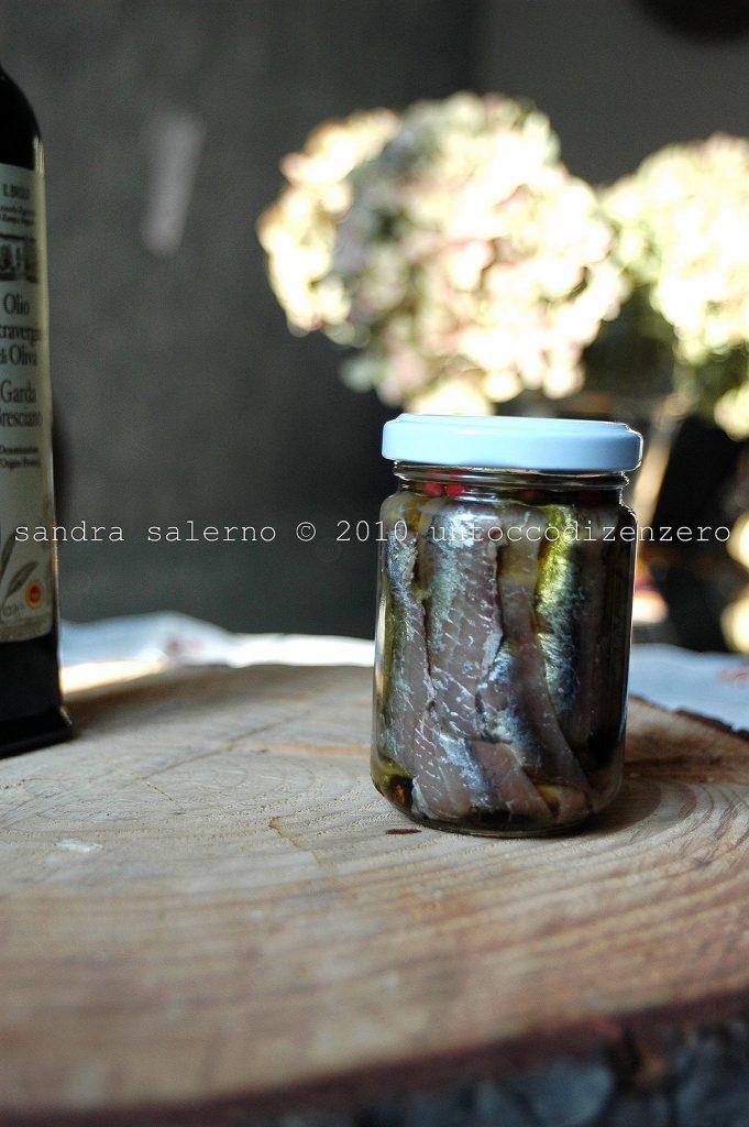 Acciughe sott'olio e.v. di oliva Il Brolo aromatizzate ai 3 pepi e ginepro