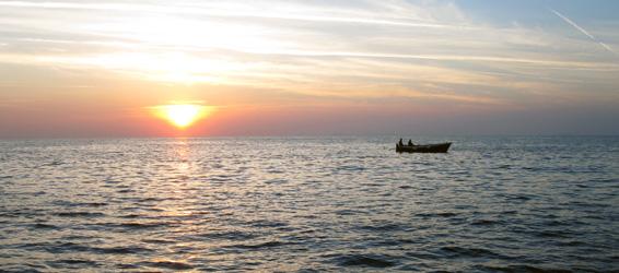 pesca a Ventotene al tramonto