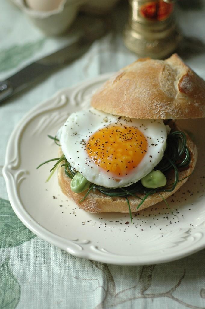 Uova e agretti il panino