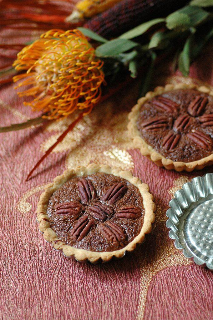 tartellette-al-cioccolato-fondente-e-noci-pecan