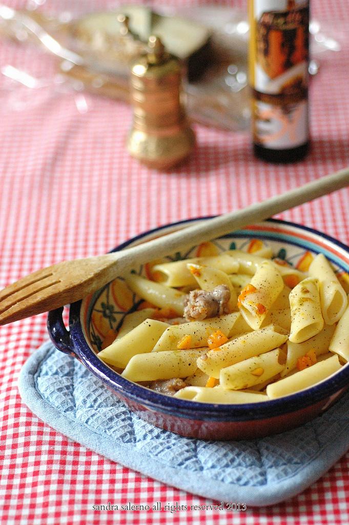 Penne lisce Matt Monograno Felicetti con salsiccia zucca e olio di semi di zucca