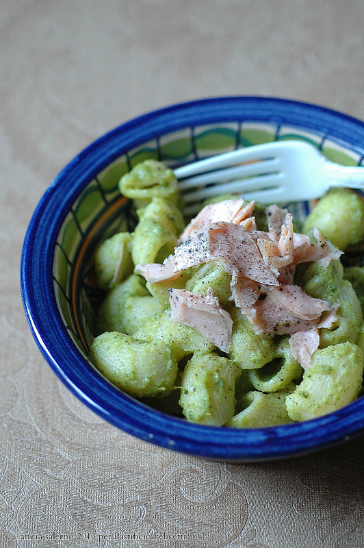chiocciole di kamut monograno con pesto di broccoli e trota alle erbe
