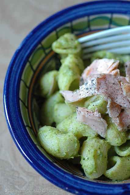 chiocciole monograno felicetti con pesto di broccoli e trota alle erbe
