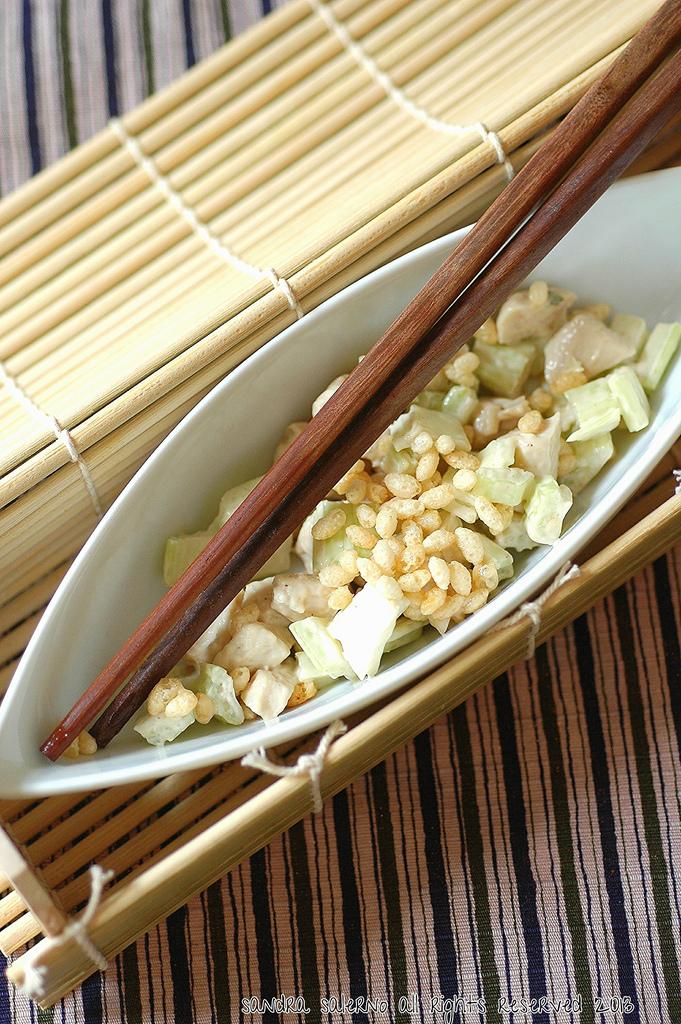 Insalata di pollo, sedano maionese e crunchy aglio