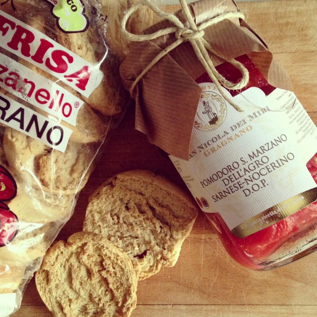 San Marzano & Frise pugliesi. A good lunch!