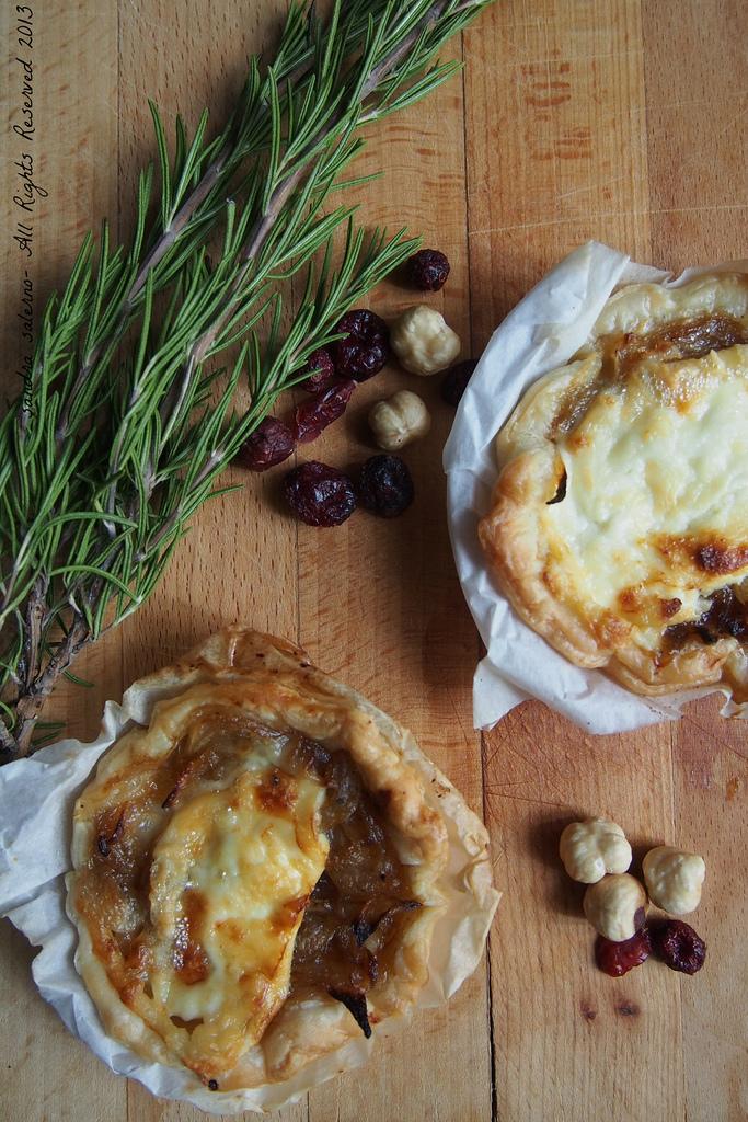 Tartellette con cipolle all'Aceto Balsamico Tradizionale di RE e formaggio La Tur