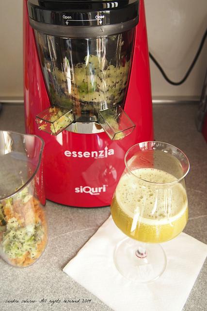 Essenzia, estrattore di succo vivo by Siquri