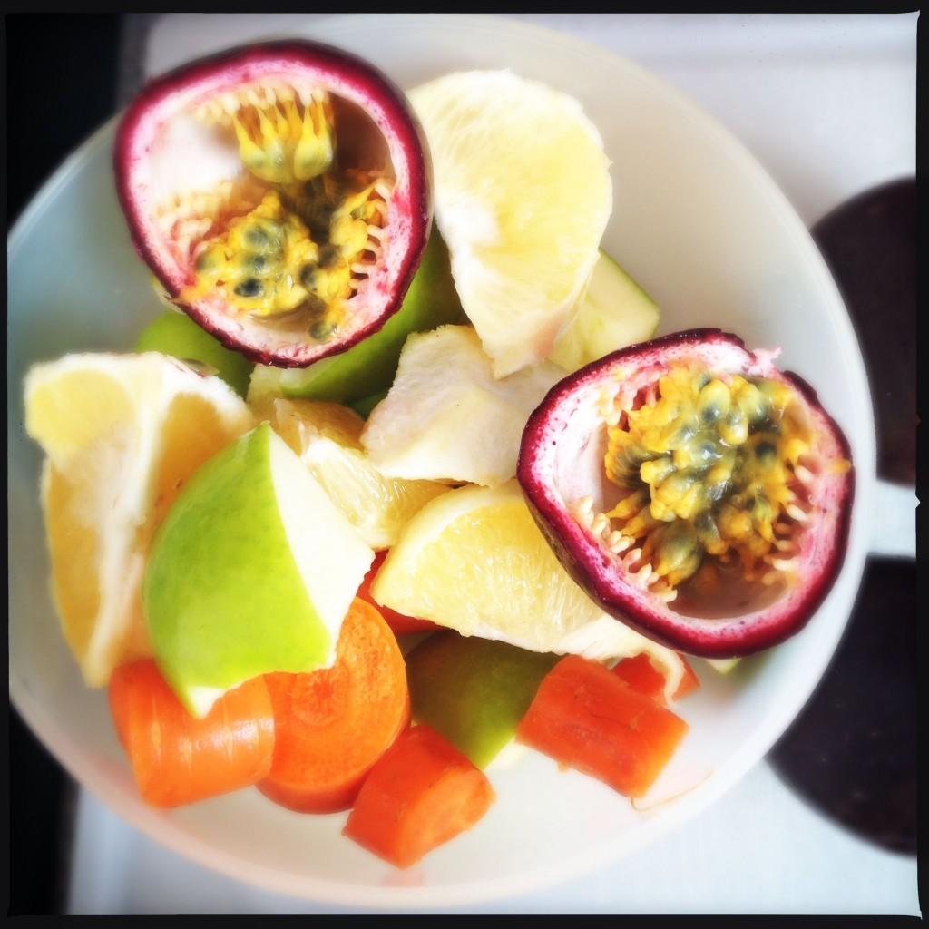 Frutto della passione, pompelmo giallo, mela verde e carote