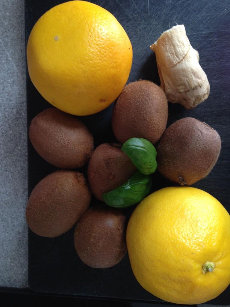 Kiwi pompelmo giallo zenzero e basilico