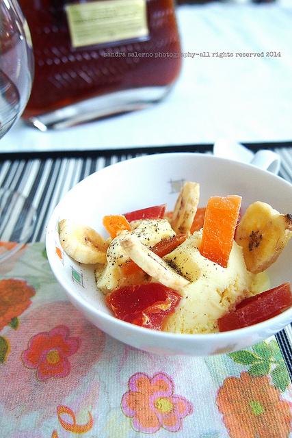 Gelato alla crema con frutta tropicale disidratata e pepe del Madagascar | Zacapa XO