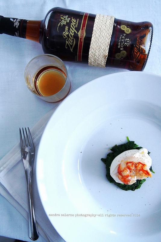 Burratina con spinaci al vapore e gamberi croccanti | Zacapa23
