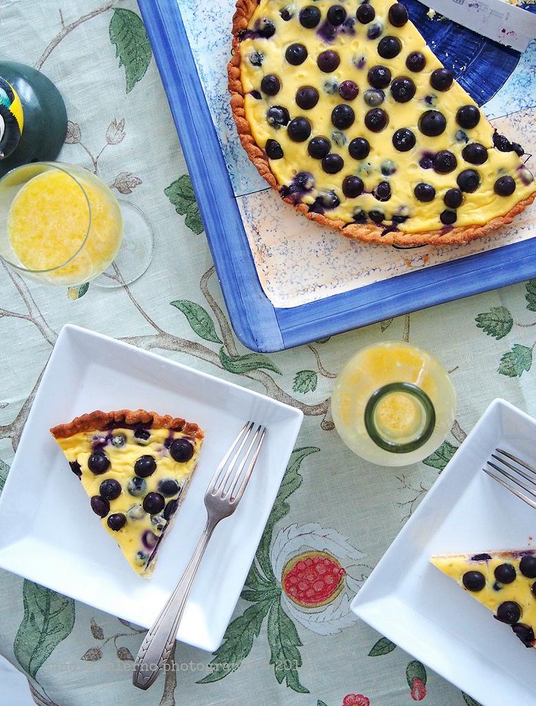 Torta ai mirtilli e lime con crema di tomini