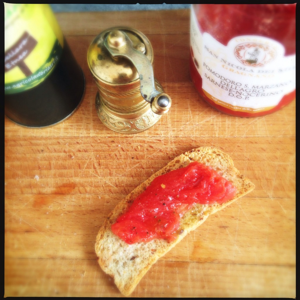 Pane olio e pomodoro San Marzano