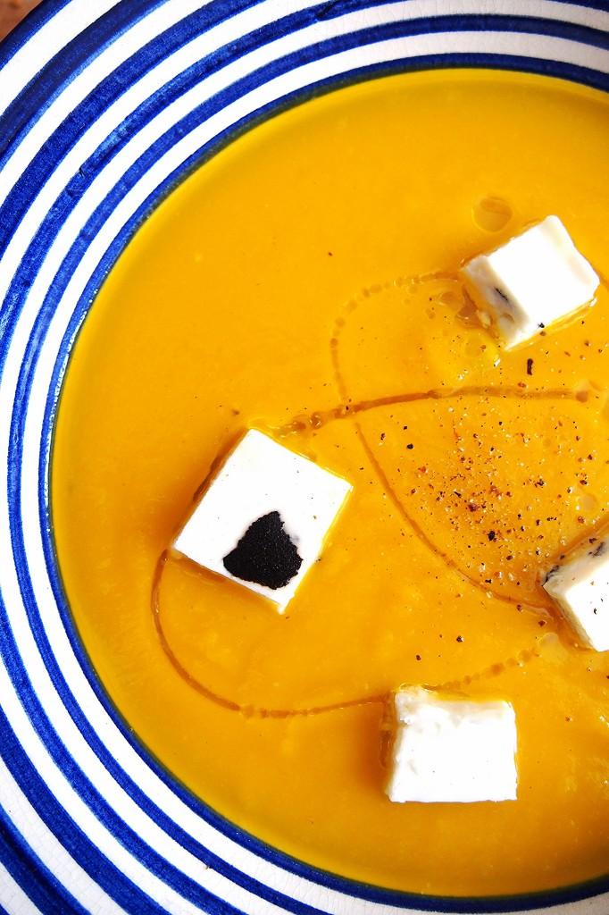 vellutata di zucca con terrina di feta al tartufo nero