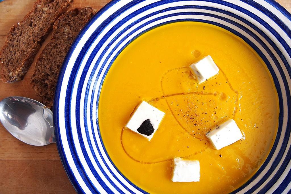 vellutata di zucca con terrina di feta al tartufo nero 2