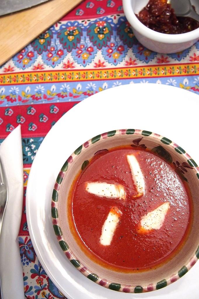 Zuppa di pomodoro speziata con treccia di bufala Primo Taglio