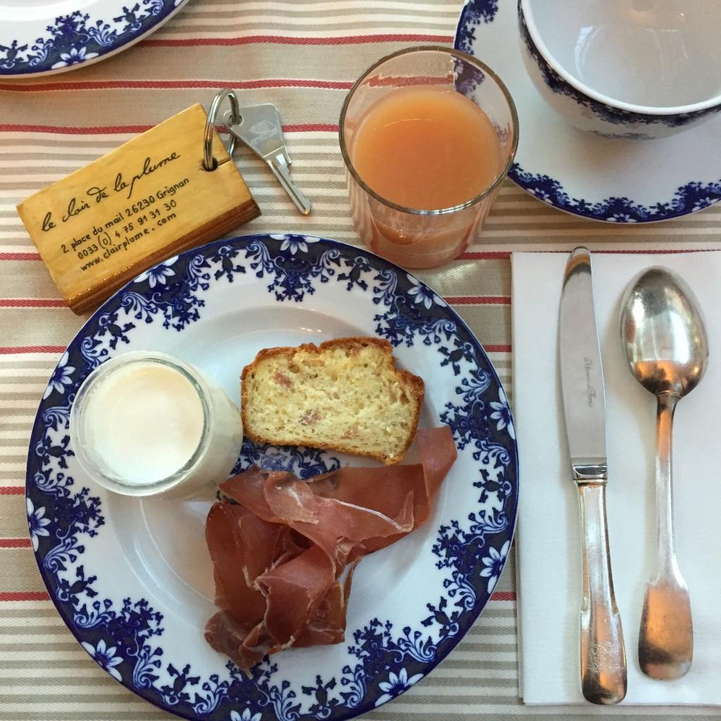 colazione a La Clair de la Plume Grignan