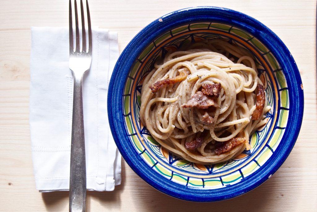 Spaghetti integrali crema di castagne e guanciale al profumo di rosmarino - Bagna cauda vegana ...