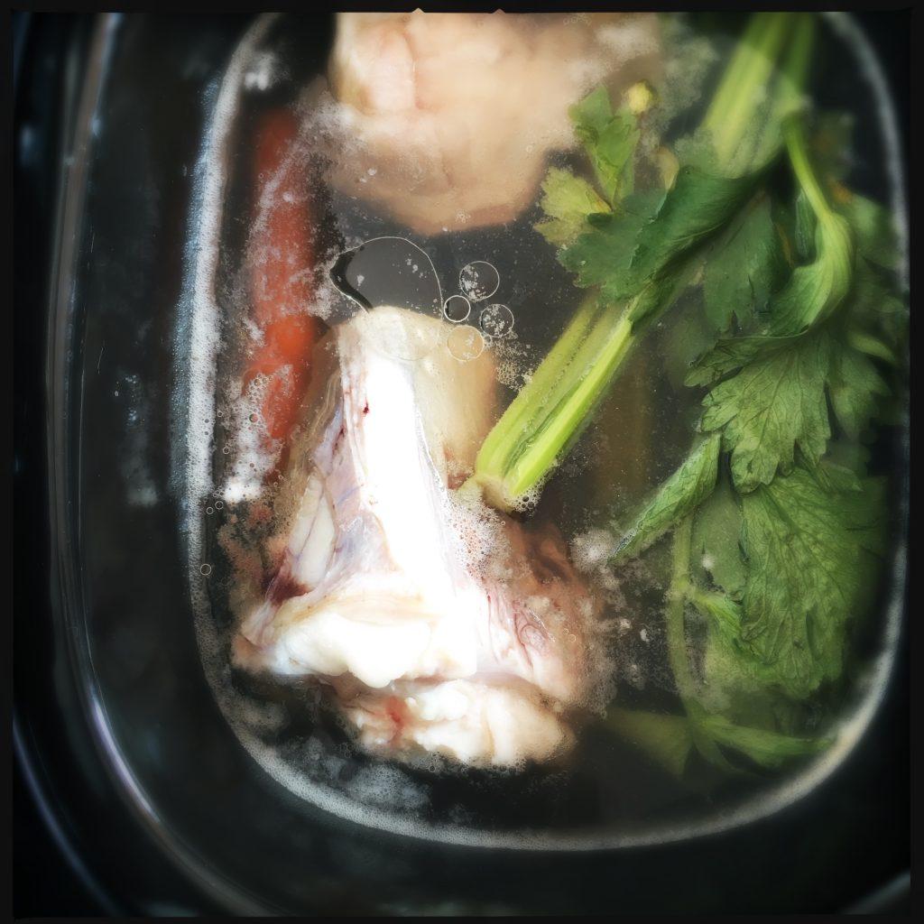 brodo di ossa nella slow cooker